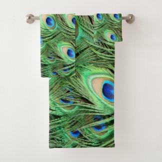 Plumas exóticas vibrantes del pavo real