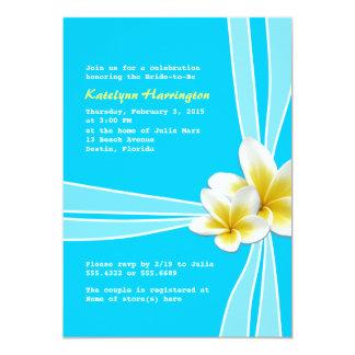 Plumeria hawaiano en la invitación nupcial azul de