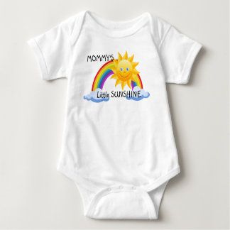Poca camiseta de la sol de la mamá