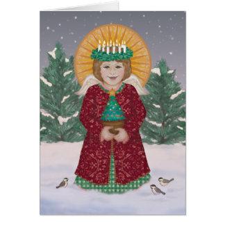 Poco ángel con la corona de la tarjeta de las