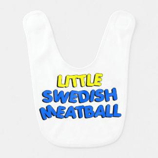 Poco babero de la albóndiga sueca