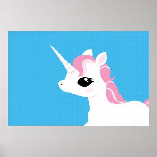 Poco unicornio con el poster rosado de la melena