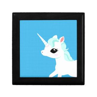 Poco unicornio con la caja de regalo azul de la me joyero cuadrado pequeño