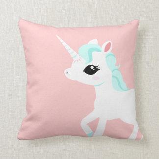 Poco unicornio con la melena azul cojin