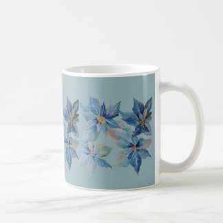 Poinsettias azules para los días de fiesta taza de café