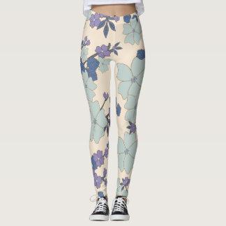 Polainas florales azules y poner crema leggings