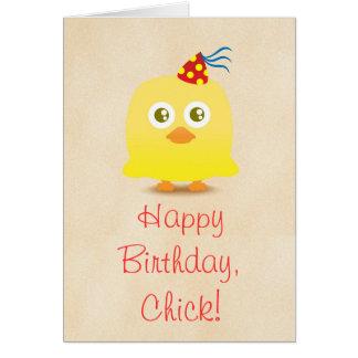 Pollo lindo con la tarjeta del feliz cumpleaños