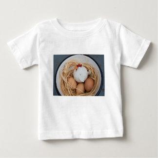 Pollo y huevos camiseta de bebé