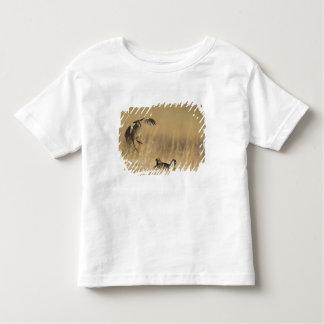 Pollos de pradera masculinos en los leks en el camiseta de bebé