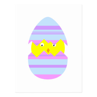 Polluelo de Pascua en postal del huevo