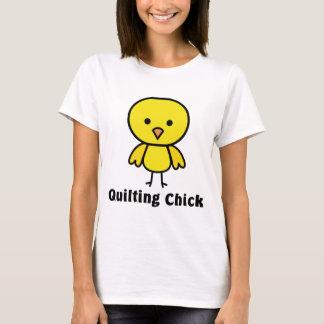 Polluelo que acolcha camiseta