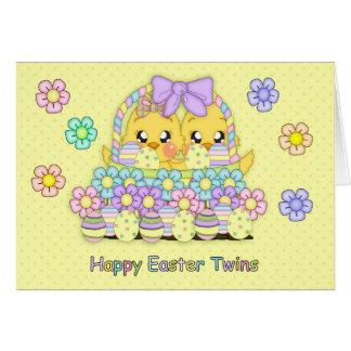 Polluelos lindos de Pascua de los gemelos en una c Tarjeta De Felicitación