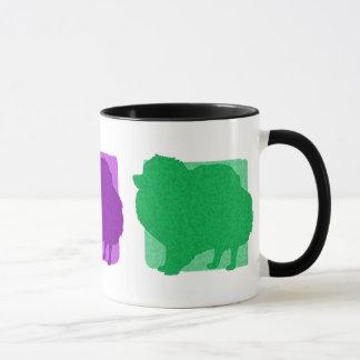 Pomeranian colorido siluetea la taza