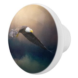 Pomo De Cerámica Pintura que vuela el águila calva americana