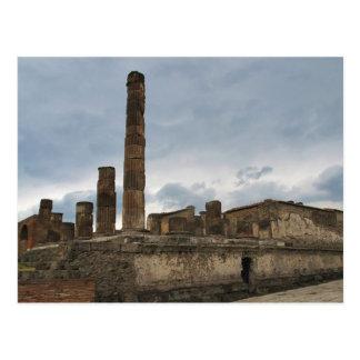 Pompeya - las columnas restantes del templo postal