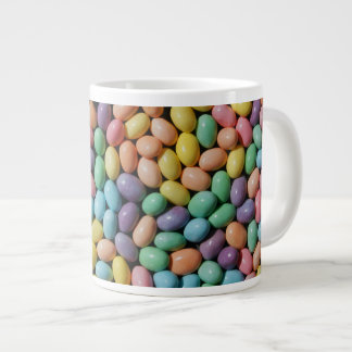 Por completo de la taza de café grande de Pascua