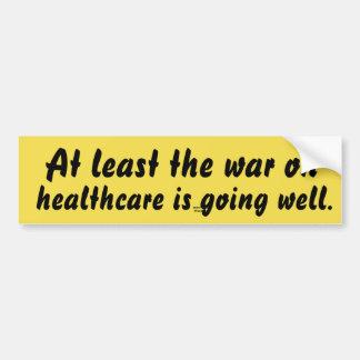 Por lo menos la guerra en atención sanitaria va pegatina para coche