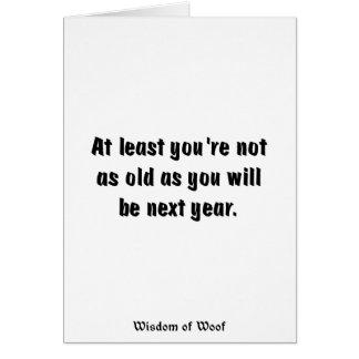 Por lo menos usted no es tan viejo como usted tarjeta de felicitación