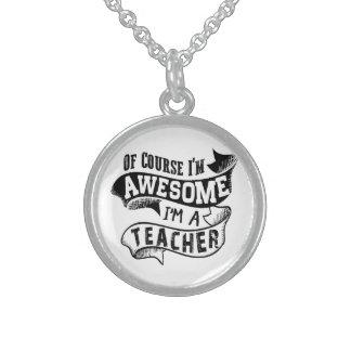Por supuesto soy impresionante yo soy profesor collar de plata de ley