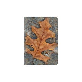 Portapasaportes Hoja del roble del otoño en tenedor del pasaporte