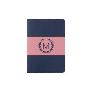 Portapasaportes Rosa y azules marinos con el monograma de la