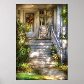 Pórtico - casa de las abuelitas póster