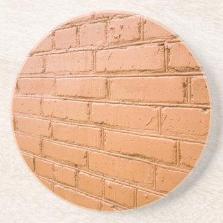 Posavasos Ángulo de visión en la pared de ladrillo roja