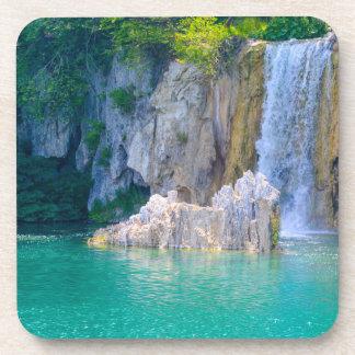 Posavasos Cascada en el parque nacional de Plitvice en