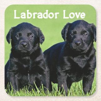 Posavasos Cuadrado De Papel Amor negro del perro de perrito del labrador