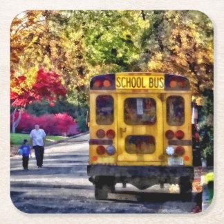 Posavasos Cuadrado De Papel Detrás del autobús escolar