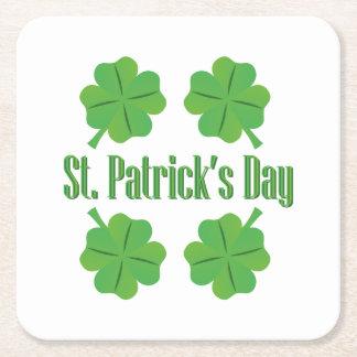 Posavasos Cuadrado De Papel El día de St Patrick con el trébol