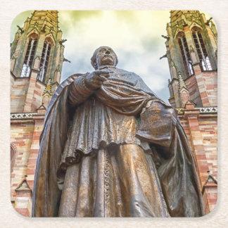 Posavasos Cuadrado De Papel Estatua de Charles-Emilio Freppel, Obernai,