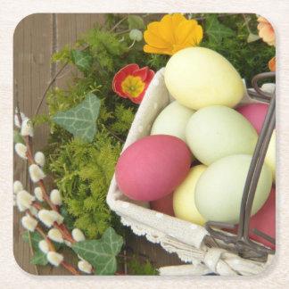 Posavasos Cuadrado De Papel Flores de la primavera y cesta de huevos de Pascua