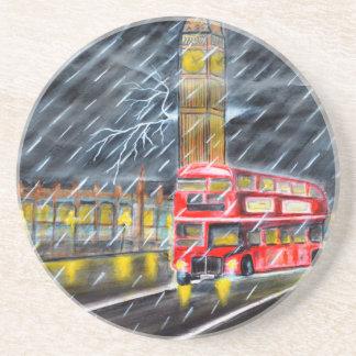 Posavasos De Arenisca Autobús rojo en lluvia de la noche de Londres