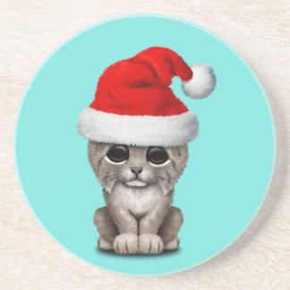 Posavasos De Arenisca Lince lindo Cub que lleva un gorra de Santa
