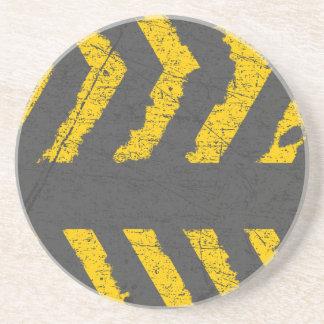 Posavasos De Arenisca Marca de camino amarilla apenada Grunge
