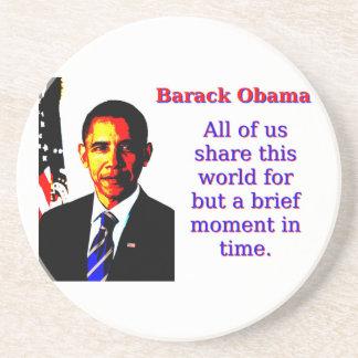 Posavasos De Arenisca Todos nosotros comparten este mundo - Barack Obama