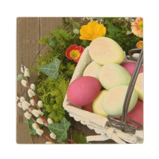 Posavasos De Madera Flores de la primavera y cesta de huevos de Pascua
