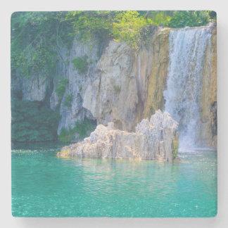 Posavasos De Piedra Cascada en el parque nacional de Plitvice en