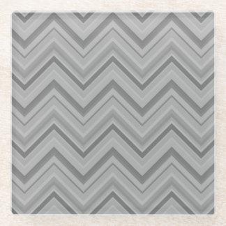 Posavasos De Vidrio El gris raya el modelo de zigzag