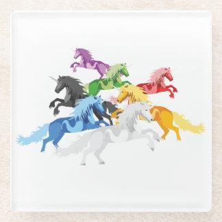 Posavasos De Vidrio Unicornios salvajes coloridos del ejemplo