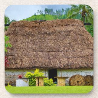 Posavasos Fijian tradicional Bure, pueblo de Navala, Fiji