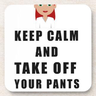 Posavasos la enfermera, saca sus pantalones