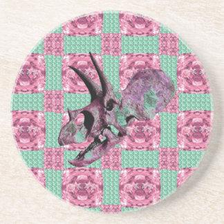 Posavasos Modelo geométrico del cráneo rosado del dinosaurio