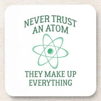 Posavasos Nunca confíe en un átomo