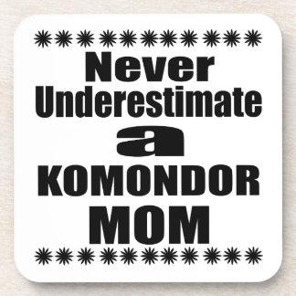 Posavasos Nunca subestime a la mamá de KOMONDOR