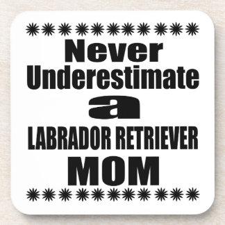 Posavasos Nunca subestime a la mamá del LABRADOR RETRIEVER