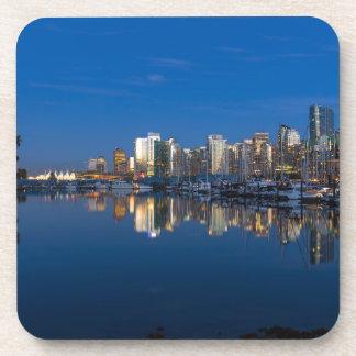 Posavasos Reflexión azul de la hora de Vancouver A.C.