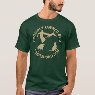 Poseído orgulloso por un perro de Schutzhund Camiseta