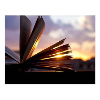 Postal Abra la fotografía del libro y de la puesta del